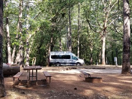 Coachmen_Beyond_22D_campsite3