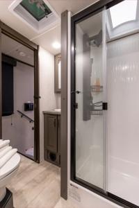 Mo-395MS-Bathroom-Jan2021-web_1